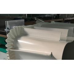 白色PVC挡板裙边输送带,斜弯挡板输送带